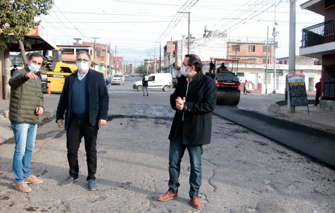 El intendente Raul Jorge superviso la repavimentación de calle Caseros